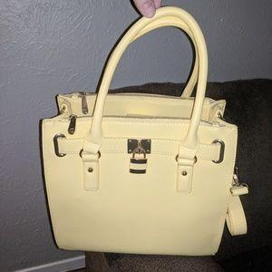 💛🏷️NWT Charming Charlie yellow tote bag 👝⭐🔥